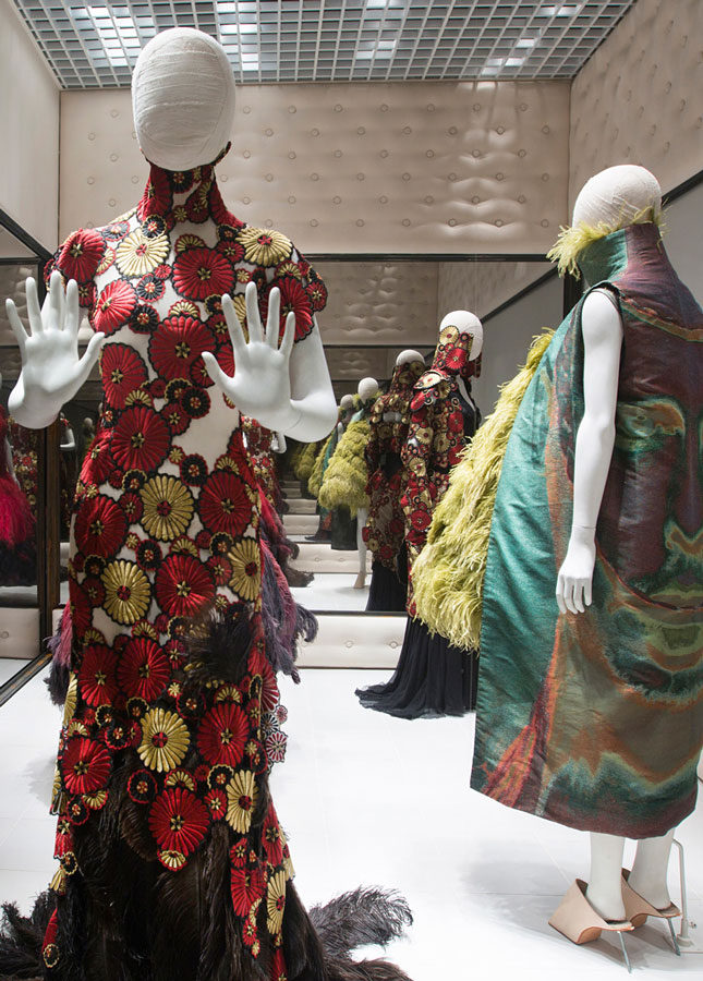 8.-Installation-view-of-'Voss',-Alexander-McQueen-Savage-Beauty-at-the-V&A-CREDIT-Victoria-and-Albert-Museum-London.jpg