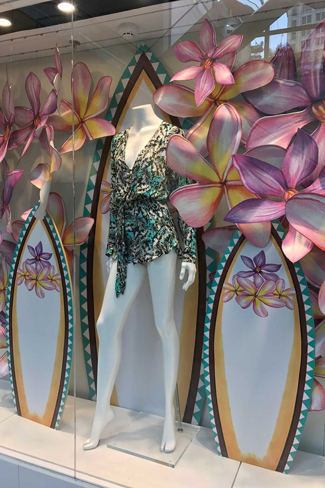 Another bloom-filled display, this time of Maritima Beachwear at Iguatemi