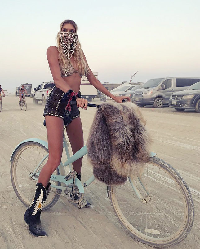 Елена Перминова на фестивале Burning Man