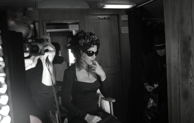 20100714-madonna-dolce-gabbana-fall-winter-campaign-behind-scenes-03.jpg