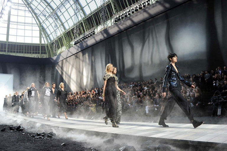 26 Chanel ready-to-wear, autumn:winter 2011 The apocalyptic earth set..jpg