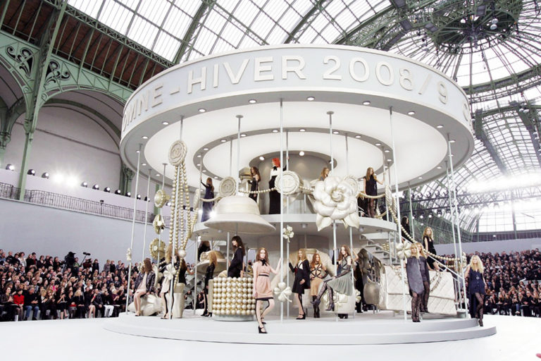 01 Chanel ready-to-wear, autumn:winter 2009 The Chanel merry-go-round.jpg