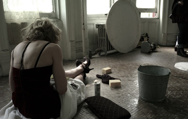 20100714-madonna-dolce-gabbana-fall-winter-campaign-behind-scenes-09.jpg
