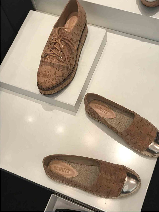 Schutz brogues and slip-ons made of cork - whose impermeability makes it perfect for withstanding any spring showers!