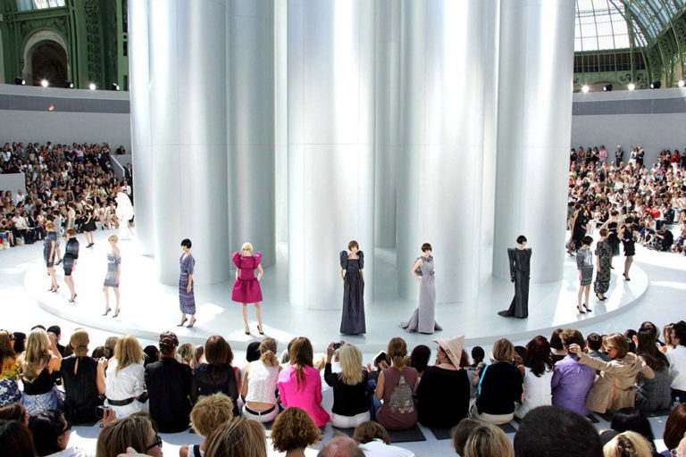 19 Chanel couture, autumn:winter 2009 The silver tubes set..jpg