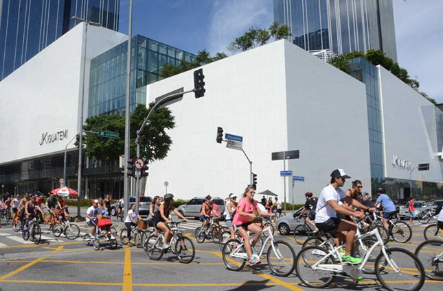 The Iguatemi cycle lanes and dedicated bikes are a hugely popular initiative with Sao Paolo residents