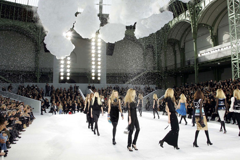 29 Chanel ready-to-wear, autumn:winter 2007 The power of the Chanel set extends to the weather - here with its own micro-climate..jpg