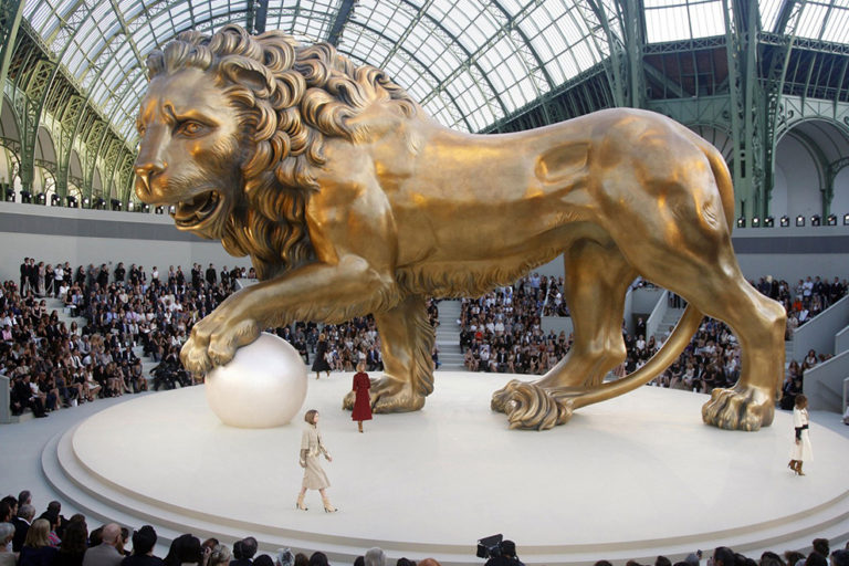 18 Chanel couture, autumn:winter 2011 The Leo the lion set.  .jpg