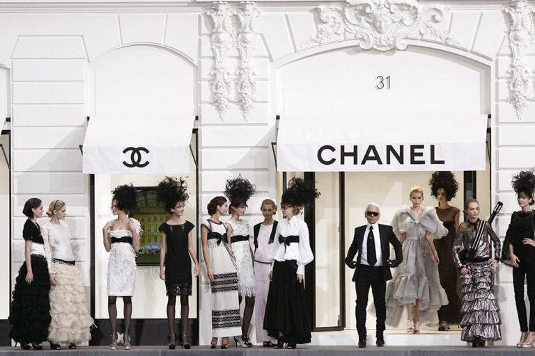 13 Chanel ready-to-wear, spring:summer 2009 The Rue Cambon set.jpg