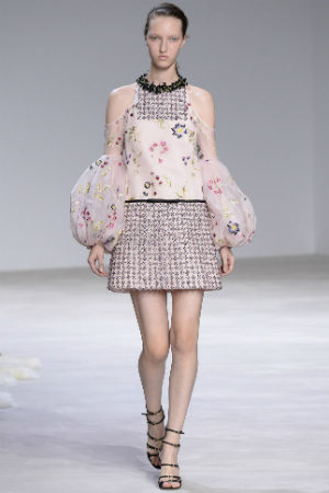 #SuzyCouture: Galliano moves towards the Margiela aesthetic