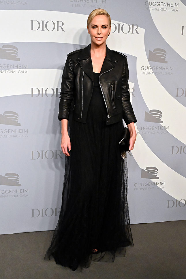Шарлиз Терон в Dior на Guggenheim International Gala 2019