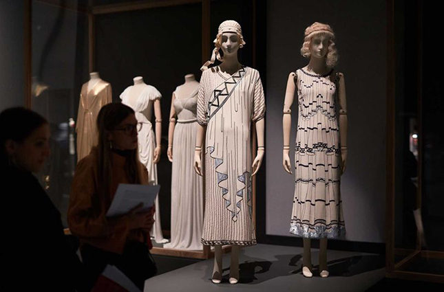 The drapery on ancient Greek statuary has influenced many designers, from Fortuny to Madame Grès to Karl Lagerfeld in his Crétoise (front left) and Casanova (front right) dresses for Chloé (Spring/Summer 1984)