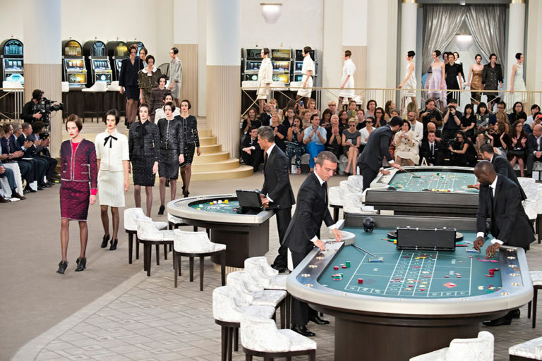 06 Chanel couture, autumn:winter 2015 The casino-themed show..jpg