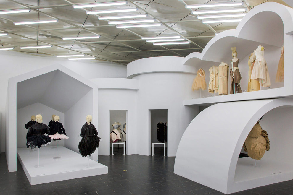 Вид изнутри: выставка Rei Kawakubo/Comme des Garçons: Art of the In-Between