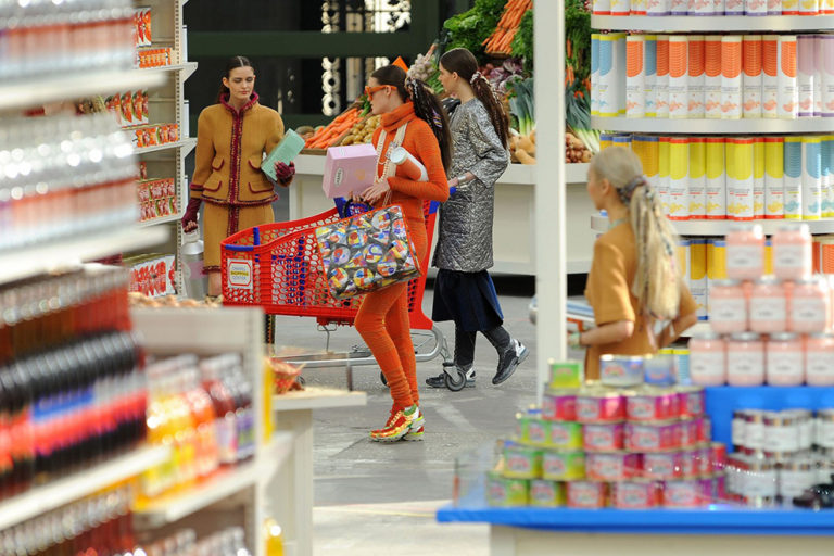 11 Chanel ready-to-wear, autumn:winter 2014 The supermarket sweep.jpg